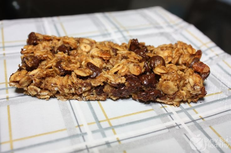 Chewy Chocolate Chip Granola Bars - great for kids, and much healthier ...
