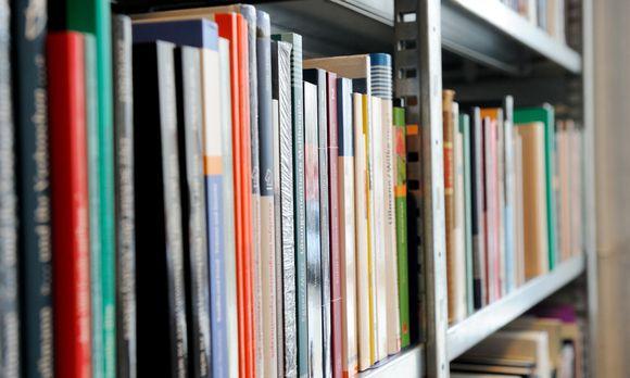 http://diepresse.com/home/kultur/literatur/5080070/Deutscher-Buchpreis_Erzaehlen-uber-Gluck-und-Bregenz?from=newsletter