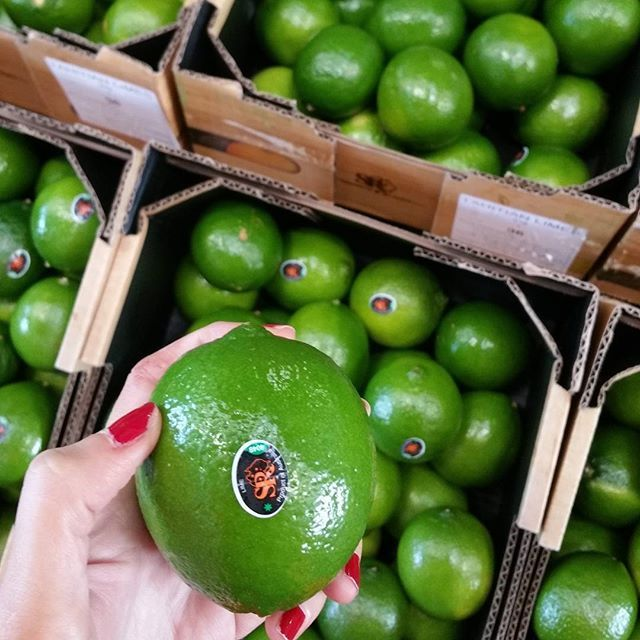 Limes are an excellent source of Vitamin C, B6, potassium, folate, flavonoids and the phytochemical , limonene. Limonene have anti-cancer effects and help increase the level of enzymes that detoxify carcinogens. #lime #citrus #healthy #healthbenefits #vitamins #potassium #folate #limonene #goodforyou #brisbanemarkets #spencerranch #carterandspencer