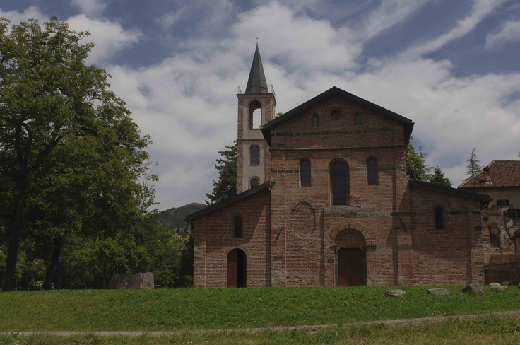 Prima abbazia cistercense in Italia e la prima fuori della Francia, l'abbazia di Santa Maria della Croce, chiamata comunemente Badia di Tiglieto risale al 1120. L'abbazia si trova sulla strada che collega Tiglieto a Urbe. Liguria -  © Paolo Picciotto
