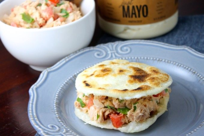 Arepas con atún y mayonesa | Receta en 2020 | Arepas, Recetas de comida,  Comida