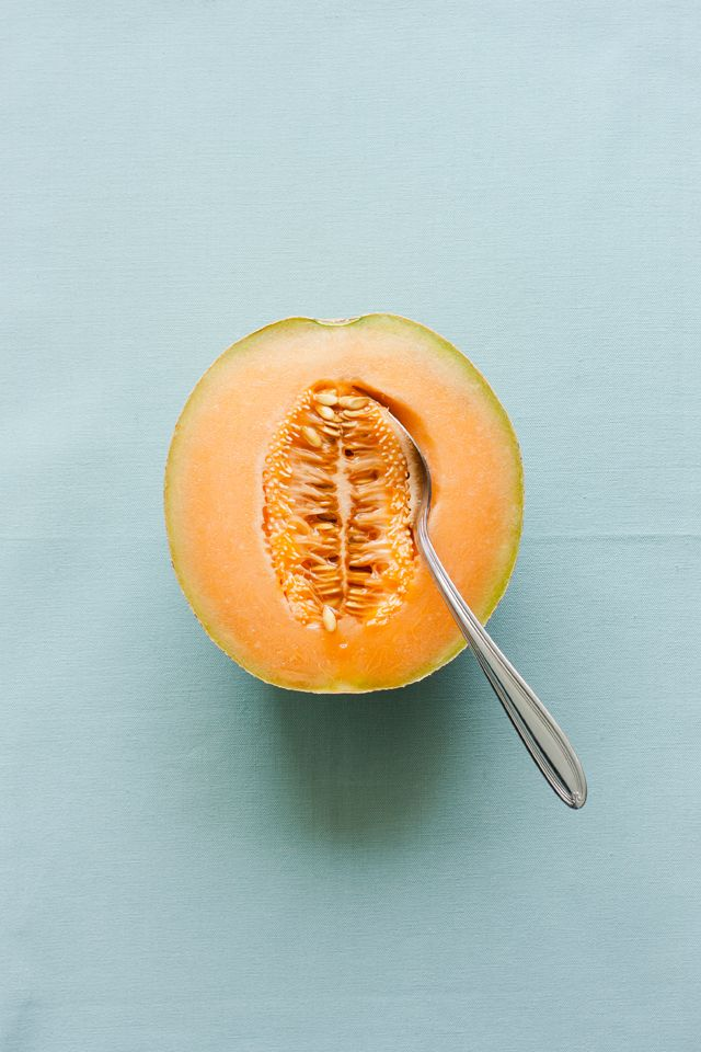 Cantaloupe, also known as muskmelon, is full of antioxidants, phytonutrients, and electrolytes. It is a great source of vitamin C and vitamin A, potassium, and B vitamins including thiamine, niacin, folate, as well as vitamin K, magnesium, and fiber. It is low in calories, good for digestion, beneficial to eye & skin health, full of anti-inflammatory properties and can help boost immunity,