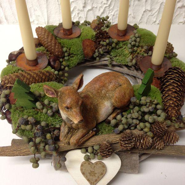 Christmas centerpiece: pinecones, berries, candles, deer
