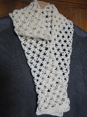 Easy Solomon's Scarf - free pattern by Claire from Crochet Leaf.