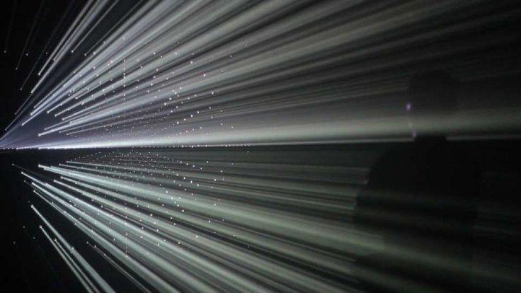 Побывать сразу в двух мирах — реальном и виртуальном — можно с 7 октября в «Пассаже» . В городе открывается выставка «Теория поля» от центра современного искусства «Марс». Перед посетителями предстанут яркие инсталляции, произведения стрит-арт-иллюстраторов и художников.