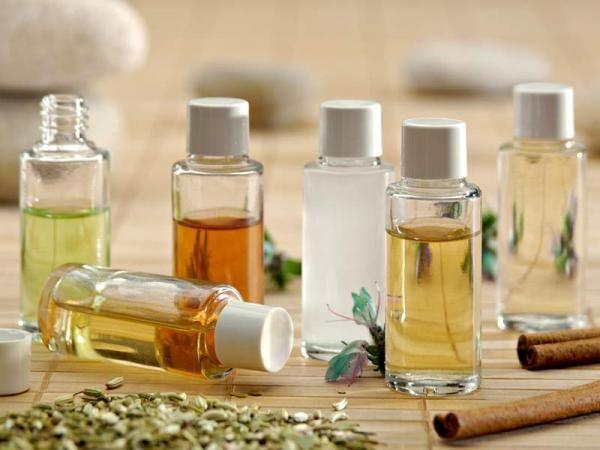 Pour garder un visage jeune, faites comme grand-mère : utilisez de l'huile de ricin. Cette huile de soin qui est obtenue par pression des graines du ricin, un arbrisseau tropical, possède des vertus protectrices et régénérantes. Découvrez l'astuce ici : http://www.comment-economiser.fr/truc-de-grand-mere-contre-les-rides.html?utm_content=bufferd8040&utm_medium=social&utm_source=pinterest.com&utm_campaign=buffer