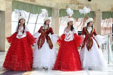 Парень девушка казахский костюм