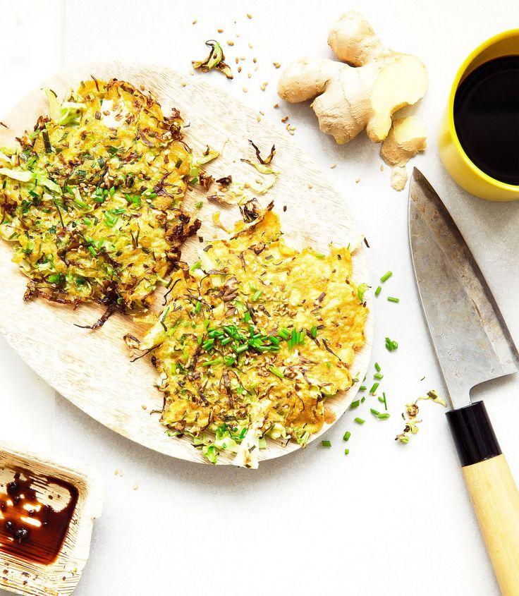 Kaalisilpulla mehevöitetty munakaslettu maistuu ihanalta sriracha-majoneesin kanssa.