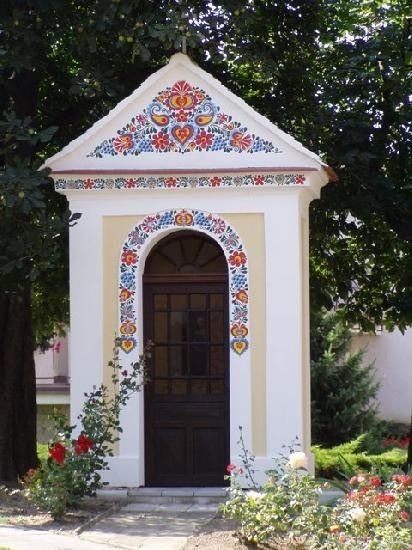 kapličky zdobené ornamentem - Podluží-Jižní Morava