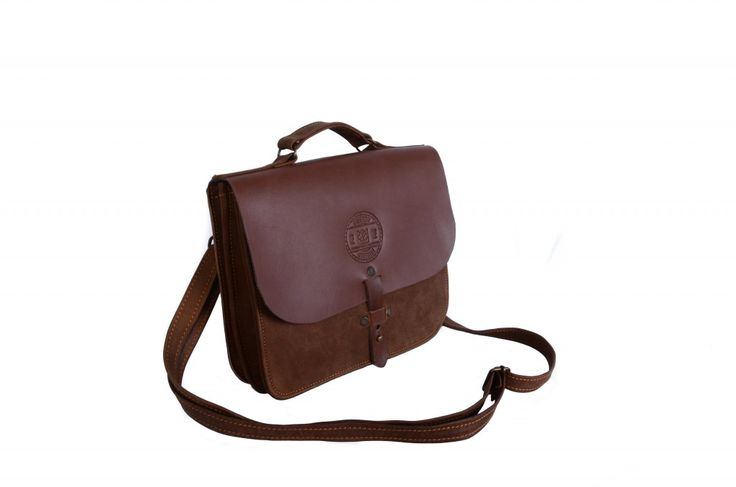 Our 'Amazing Ava' is available in nude as well as dark brown. She can be which ever your prefer. #fombrand, #leathergoods #leatherbag #handcrafted