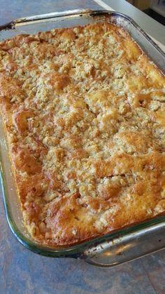 Une gâteau aux pommes fait à partir d'un mélange de gâteau à la vanille du commerce. Juste impossible d'y résister!! GÂTEAU AUX POMM...