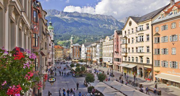 Städtereise nach Innsbruck: die Maria-Theresien-Straße ist die Flaniermeile der Stadt (Foto: Innsbruck Tourismus)