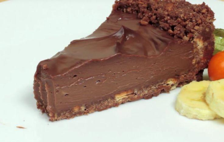 Nutella-juustokakku saa herkuttelijoiden makuhermot heräämään. Juustokakut eivät usein vaadi lainkaan kuumentamista, mikä tekee valmistusprosessista huomattavasti helpomman. Tämä kakku on erityisen nopea valmistaa ja Geniale Tricks -Youtubekanavalla luvataan, että se on valmis vain 20 minuutissa.