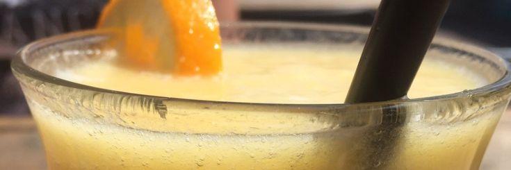 Smoothie van sinaasappel, mango, ananas Ingrediënten - 6 perssinaasappels - 1 mango -1 ananas Bereiding -