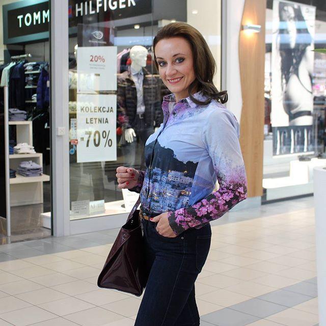Piękna Ania w koszuli #WOLCZANKA torebka @mohitofashion i spodnie @leejeans #stylizacja #ootd #zakupy #shopping #fashion #moda #bydgoszcz #galeriapomorska #bezplatnekonsultacje #personalshopper #porady #stylistki