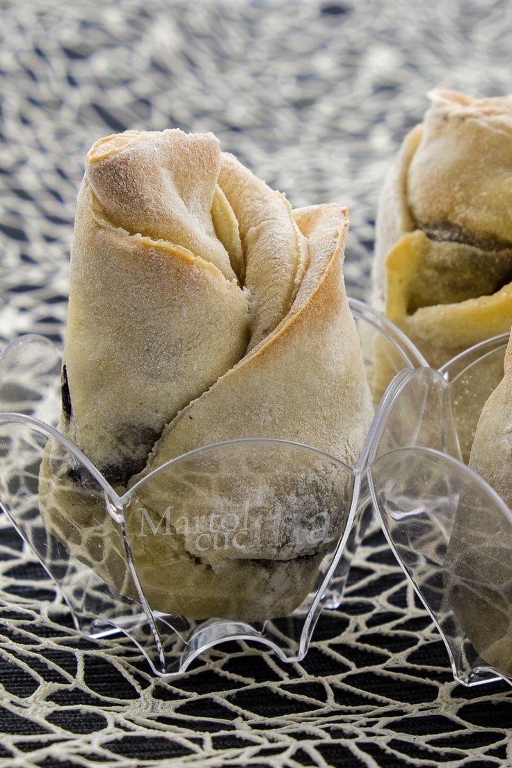 Rose di pane al formaggio e olive