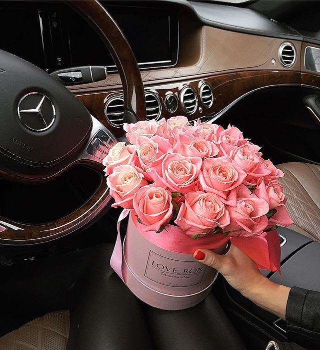 картинки с букетами роз в машине стенах