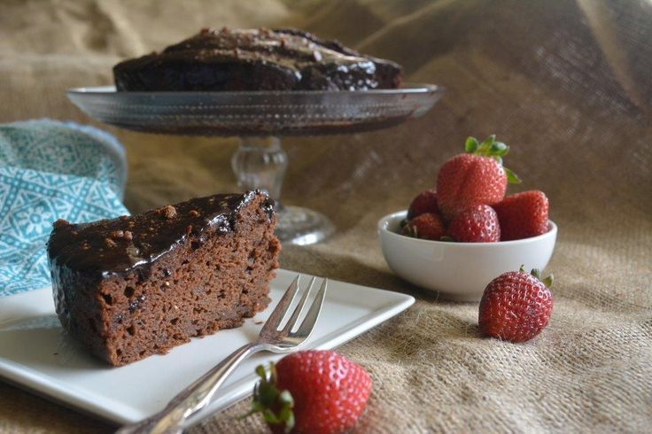 Gluten-free Chocolate Cake with Guilt-free Icing - http://www.glutenfreelunchboxes.com/gluten-free-chocolate-cake-with-guilt-free-icing/