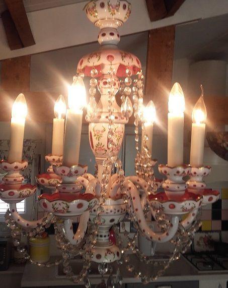 Zes armige opaline glazen kroonluchter met kristallen Bohemen eerste helft 20e eeuw  Wegens verhuizing. Een unieke hanglamp mondgeblazen en met de handgeschilderd boheems glaswerk afgewerkt met kristallen.Dit is een juweel aan uw plafond. Hoogte met ketting ca 1.10 naar wens korter te hangen doorsnede. 65 cm.Zie fotos die onderdeel uitmaken van de beschrijving. Wegens de waarde alleen AF TE HALEN in Baarle-Nassau !LET OP VERZENDING IS NIET MOGELIJK OF VOOR REKENING EN RISICO KOPER hier moet…