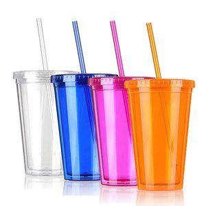 Plastic beker met rietje Plastic beker met rietje.De plastic beker met rietje is verkrijgbaar in verschillende kleuren. De plastic beker is handig om te gebruiken bij het drinken van melk, smoothi...