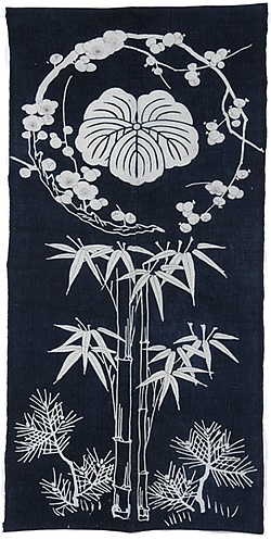 Kaga-mon (decorated family crest) refers to the colorful flower patterns which are applied in the yuzen dyeing process to the areas surrounding the family crest.