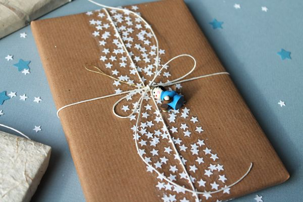 DIY star tape: use a paper punch to make lots of little stars and stick them to wide transparant tape. This combination with kraft paper is cute and looks like it's meant to be that way!