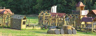 Přírodní zábavní dětský areál Šťastná Země - Rovensko pod Troskami