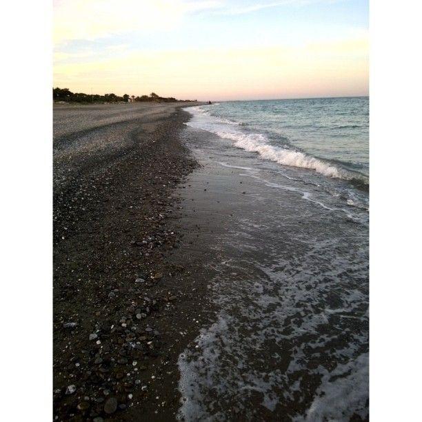 Penso che la vita sia come una passeggiata su una spiaggia piena di ciottoli alcuni anche appuntiti: è difficile andare avanti senza farsi male ma quando trovi in punto dove c'è solo la sabbia puoi correre felice e goderti quel momento. E in più c'è una vista mozzafiato.  #NOFILTER #mypolicoro #ilmiomare #COMEAFFRONTARELAMATURITÀ #sunset #love #nature #beautiful #spring #waitingforsummer #likeforlike #sea #followme #likesforlikes #bestoftheday #landscape by erikadumas