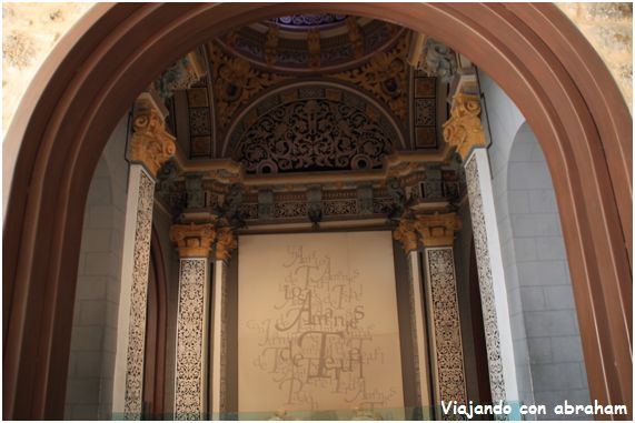 Como no podía ser de otra manera en mi visita a Teruel, era obligada la visita al mausoleo de los famosos Amantes de Teruel, quien de nosotros, No ha escuchado alguna vez él. Como los amantes de Teruel.Tonta ella tonto él. Pues bien os voy a contar una...