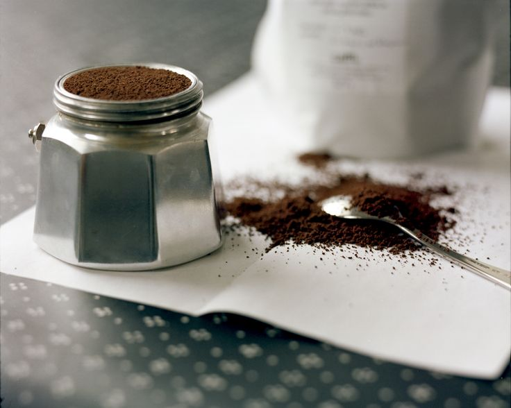 """Seperti kata Hugh Jackman, """"aroma secangkir kopi yang baru diseduh adalah salah satu penemuan terbesar sepanjang sejarah. NAMUN aroma bubuk kopi yang baru digiling juga tidak kalah menggugah dan tak bisa dideskripsikan sensasinya sehingga menyediakan bujet khusus hanya untuk coffee grinder …"""