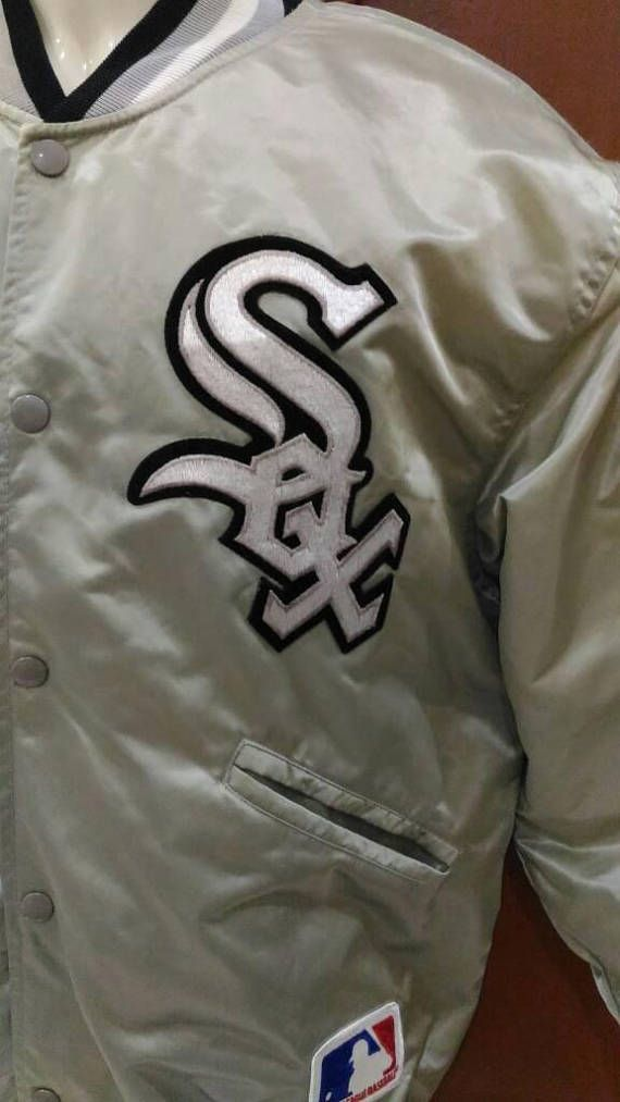 Please bear in mind that this item had been used previously.Sign of wear and minor stain MIGHT be available on it. Do ask any questions before buying if theres any inquiry.I don't accept any cancellation or refund after purchase. Vintage 80s Felco MLB Chicago White Sox black