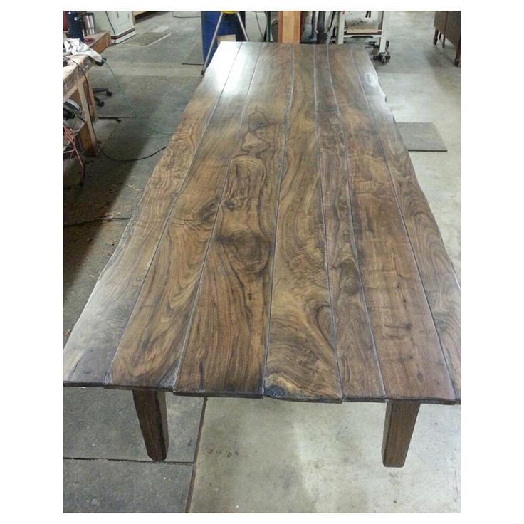 Fine walnut grains so unique yet such a great blending of color. For any inquiries, DM or check out The Modern Colonist website. Link in the bio. #yeahthatgreenville #liveauthentic #makesomething #handmademovement #woodworking #handmadefurniture #handcrafted
