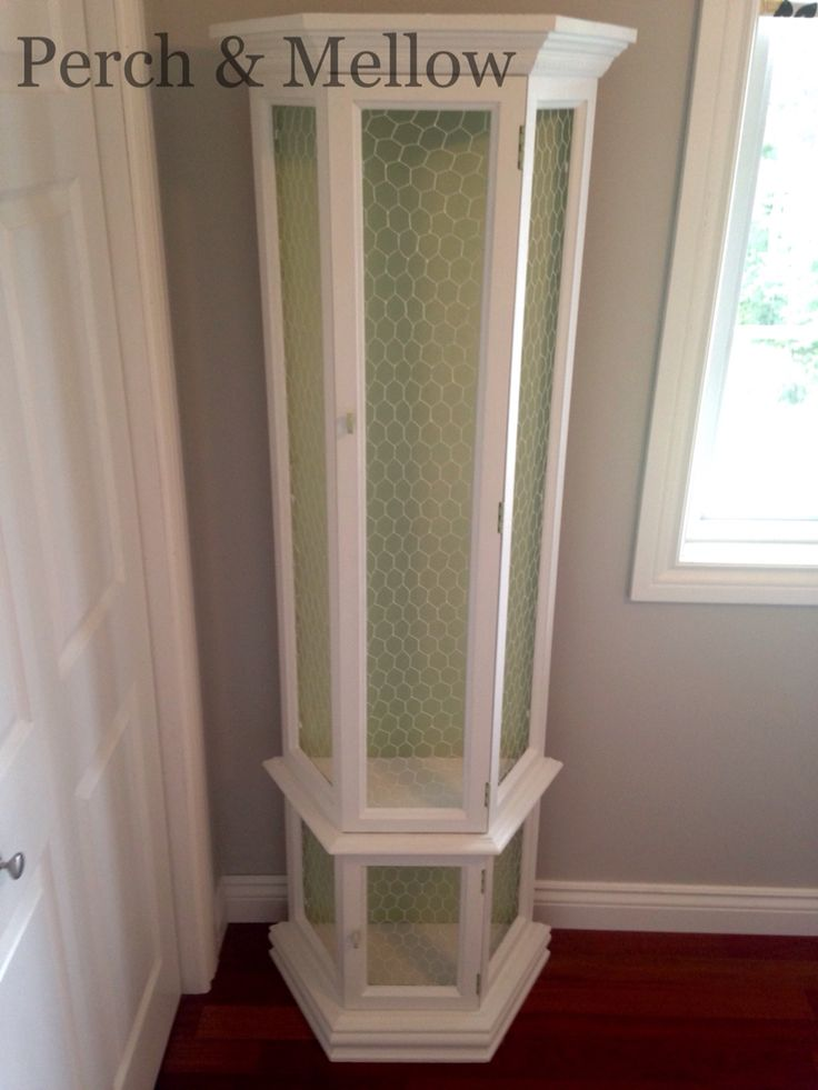 Cabinet in pure white chalk paint and custom mixed green using Florence, Arles and pure white.