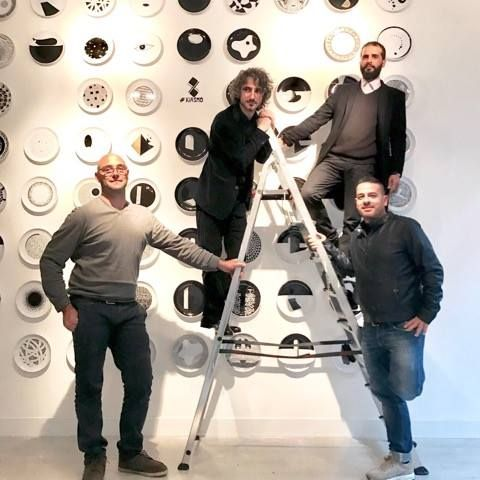 Another dish in the wall #kiasmo #dishes #plate #collection #design #experience #exhibition #vincenzodalba #gallery @LadodoMilano  #milandesignweek #fuorisalone2017 #handmade #madeinitaly #salento #week #exposition #walldecor #homedecor #wall #decoration #artist #assiette #salento #event #designer #art