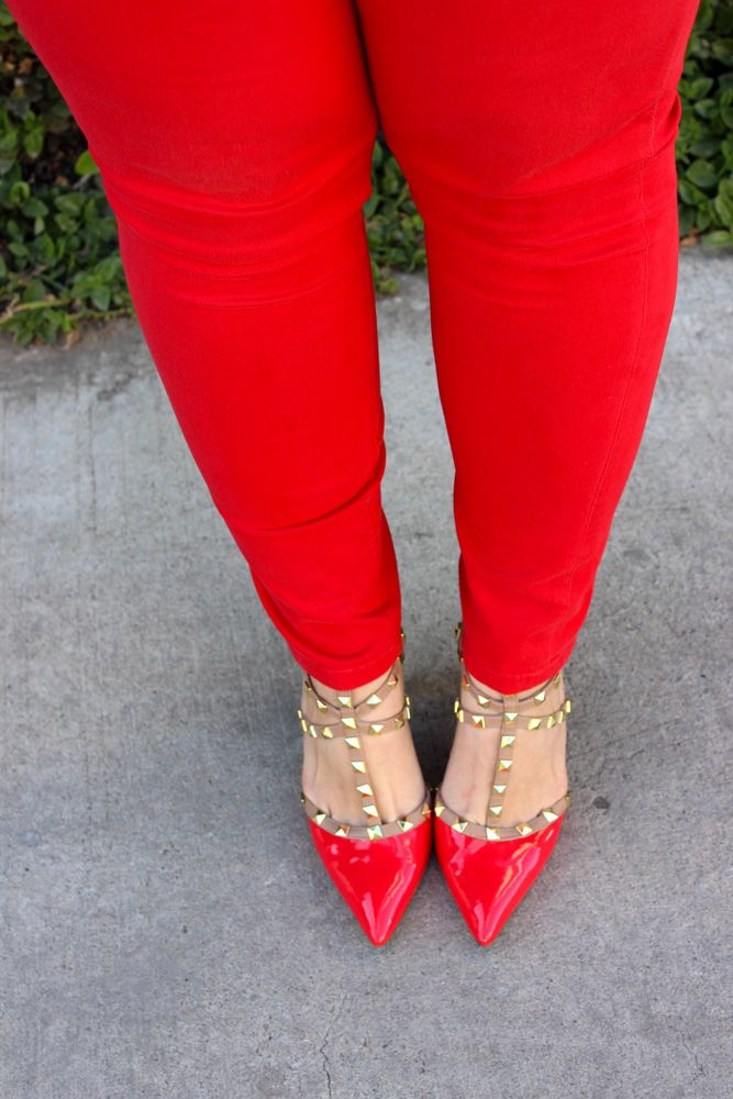 red studded shoes / zapatos rojos con estoperoles