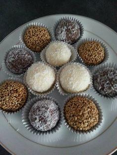 Sanda Ayed Je vous présente une recette de Douceurs sans cuisson, très gourmands à base de noisettes, noix de coco, chocolat.... Ingrédients : 1 boite de l