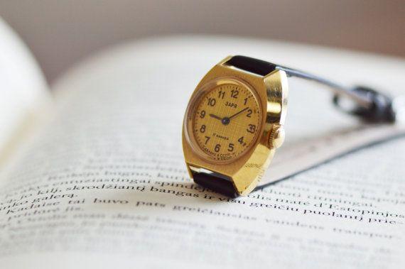 Gold vergoldet Armbanduhr. Alte Frauen beobachten. von USSRvintage