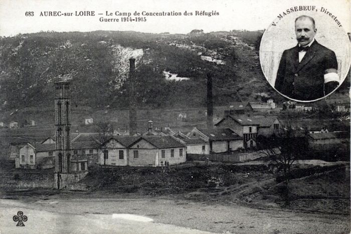 http://www.mairie-aurec.fr/fr/en-images-diaporama/22482/cartes-postales-anciennes diaporama contenant des images du camp de concentration, des usines, mais aussi photo de la grotte où se cacha Louis Mandrin