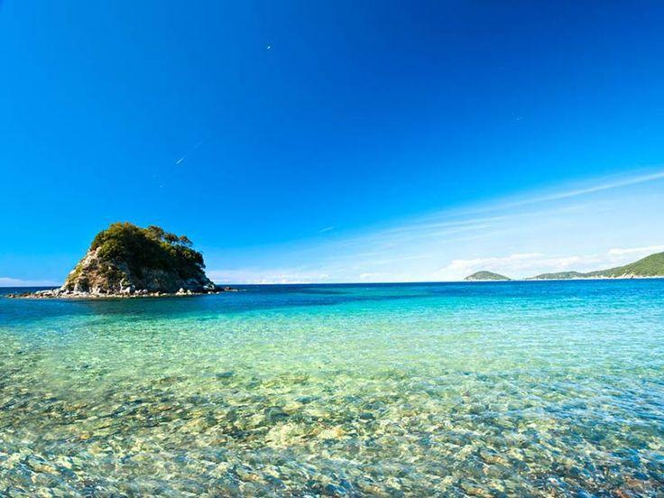 The wonderful, clear sea of #Isola d'Elba