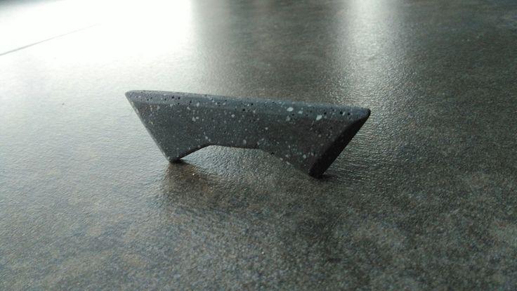 Concrete bowtie