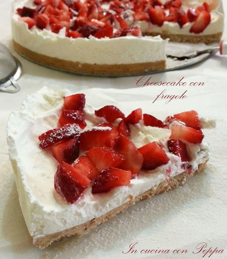 La cheesecake con mascarpone e fragole è un dolce delizioso di semplice e veloce preparazione.Dal sapore fresco e delicato,non necessita di cottura in forno