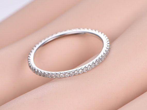 Zierliche Französisch V Micro pave Diamant Ehering von PENNIjewel