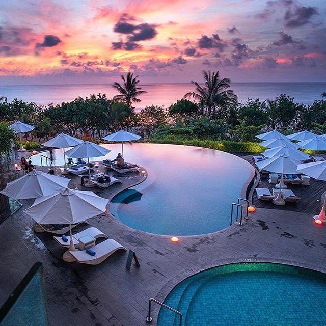 Sunsets in Bali, Indonesia! #luxuryvacations #bali #indonesia  @nala_rinaldo