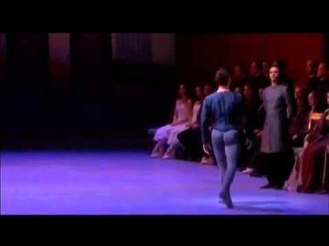 """《白鳥の湖》第3幕から""""黒鳥のパ・ド・ドゥ""""ポリーナ・セミオノワ - YouTube"""