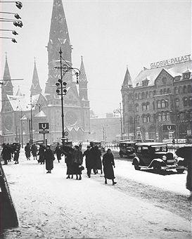 Berlin im Winter 1930 Blick aus der Hardenbergstrasse auf die Westseite der Gedaechtniskirche.