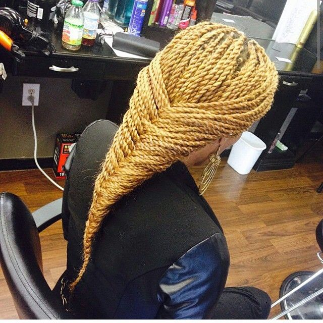 STYLIST FEATURE| These Senegalese Twists done by #NJstylist @hair_styles_by_reese are so beautiful❤ That blonde is gorgeous! ========================= Go to VoiceOfHair.com ========================= Find hairstyles and hair tips! =========================