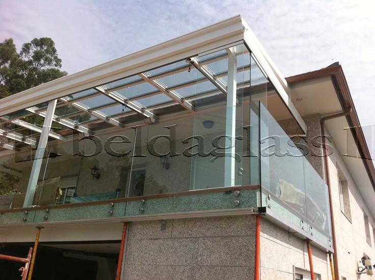 Cerramiento de terraza compuesto de techo movil deslizante de cristaly cortina de cristal,
