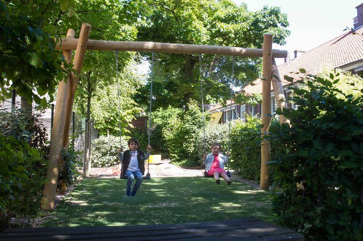 Schommelen in de tuin van kinderdagverblijf 2Zonnebloemen (Kinderopvang 2Samen)