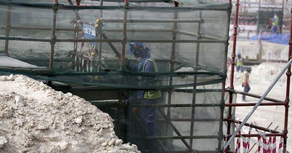 Mondial au Qatar : promesses non-tenues envers les travailleurs migrants