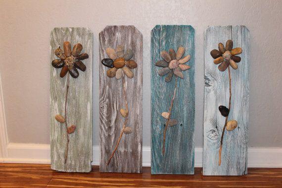 Ähnliche Artikel wie Aufgearbeiteten Holz Schilder, 3D Rock Blumen auf neu gewonnenem Zaunlatten, Altholz, Rustic Home Decor, Wandkunst, Wandbehang, Holz Wandkunst auf Etsy